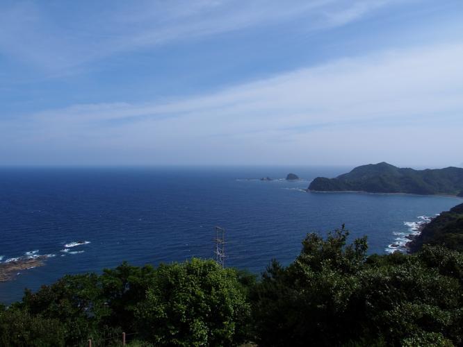 遠くに弁慶島