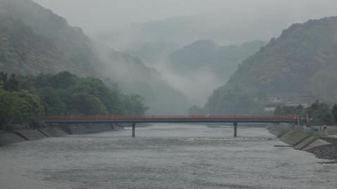 宇治橋から望む