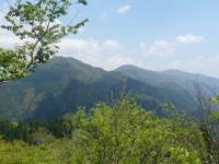 那岐連山を眺めながら下山する。