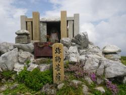 山頂の祠 (2)