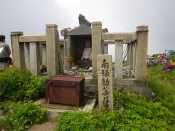 山頂の祠 (3)