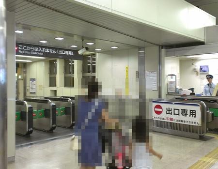 JR浜松町駅3階改札ベビーカー