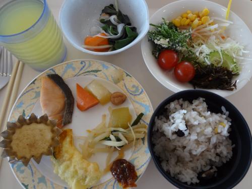 ヨメは和食を中心に。島野菜のしゃぶしゃぶやゴーヤのサラダ