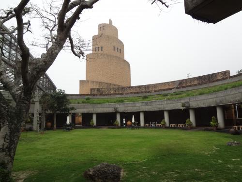 中央の建物は高さ36メートルの遠見台