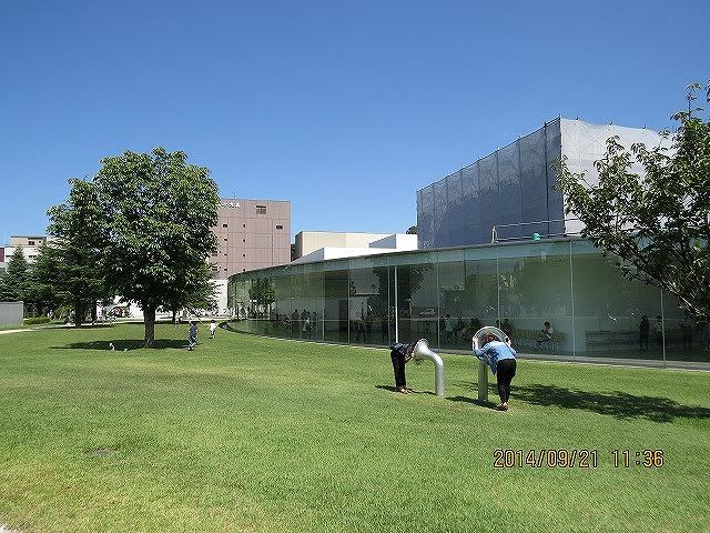 IMG_1725●金沢21世紀美術館庭です