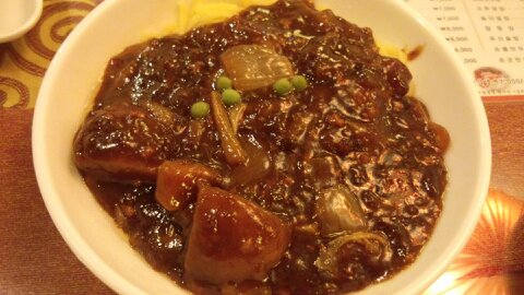 賢来荘ジャージャー麺①
