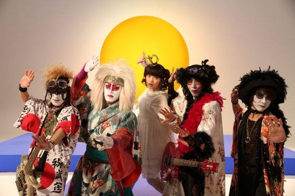 http://blog-imgs-61.fc2.com/k/y/a/kyarasokuhou/news_large_uesakasumire_featKABUKIROCKS.jpg