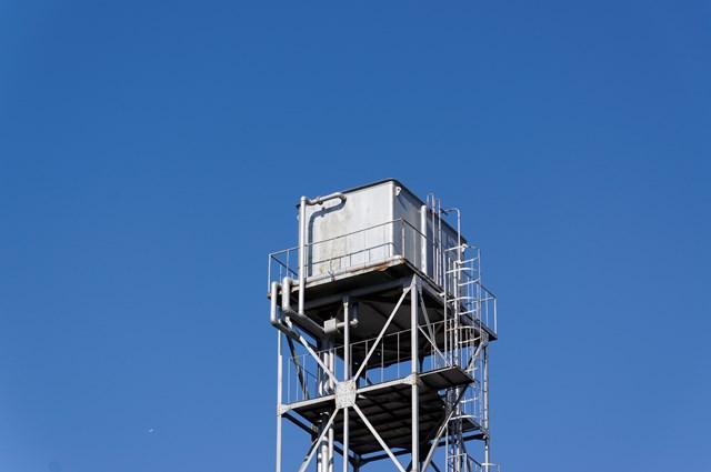 神奈川県営鶴ヶ峰団地給水塔の頂部タンク部分
