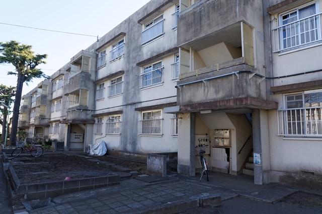 神奈川県営鶴ヶ峰団地中層棟の階段室