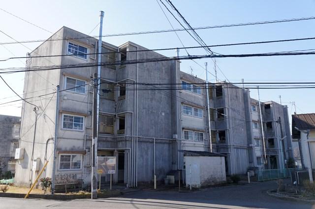 神奈川県営鶴ヶ峰団地の4階建て住棟