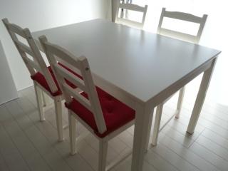 IKEAエムフルト/ダイニングテーブル