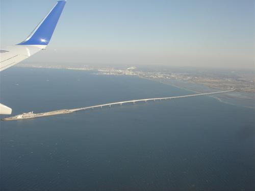 東京湾横断道路と海ほたる.JPG