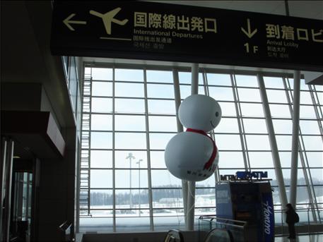 旭川空港の雪だるまちゃん.JPG