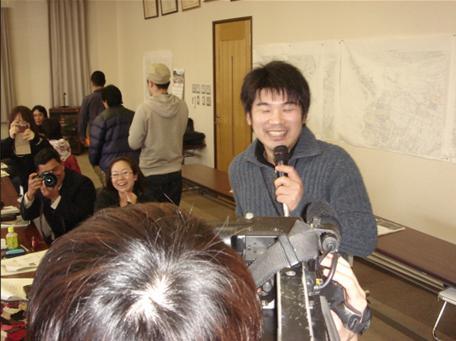 インタビューを受ける青木.JPG