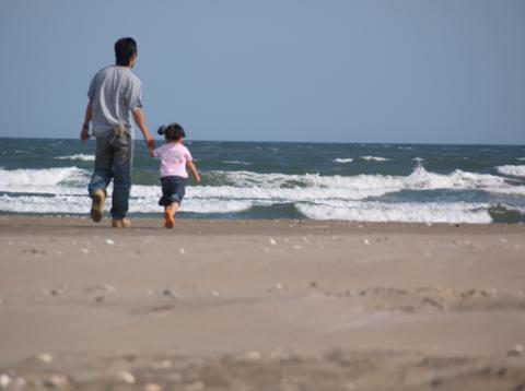 海と親子.JPG