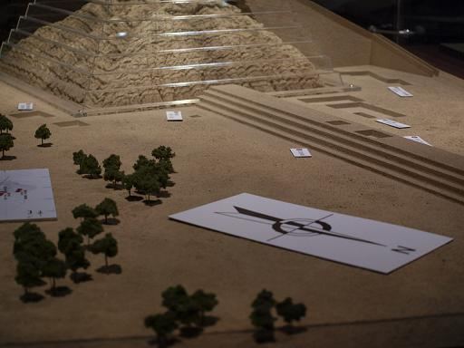 ロロ神殿復元模型.JPG