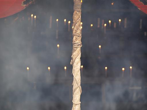 煙とロウソク.JPG