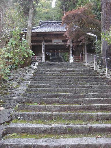 山門と石段.JPG