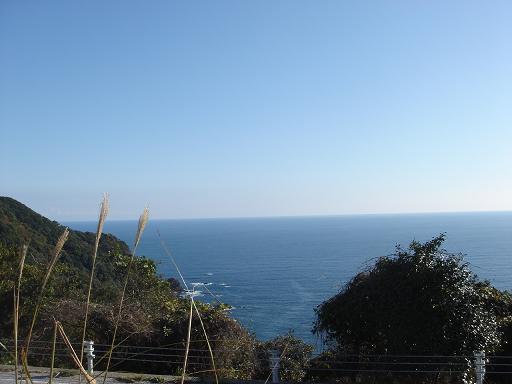 前の海はキレイ.JPG