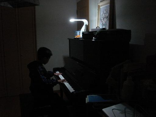 たかきくんのピアノ演奏.JPG