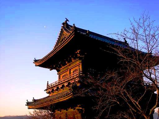 熊谷寺の旧山門と月と.JPG