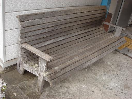 懐かしい木の椅子.JPG