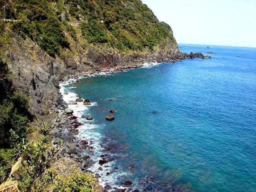 海と岩場.JPG