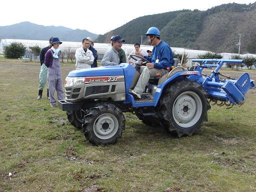 トラクター実習.JPG