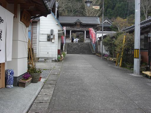 山門へ.JPG