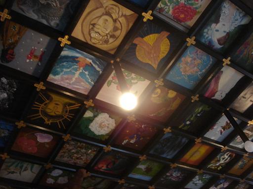 本堂天井の画.JPG