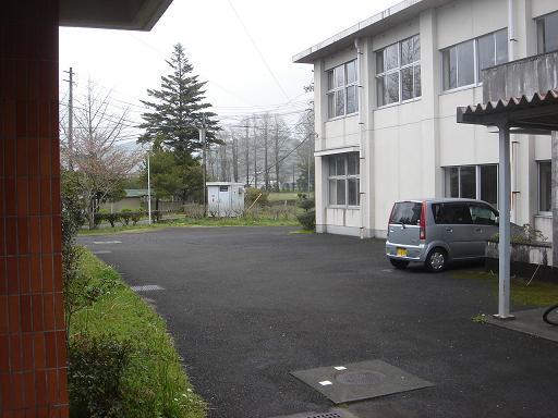 ガラガラの駐車場.JPG