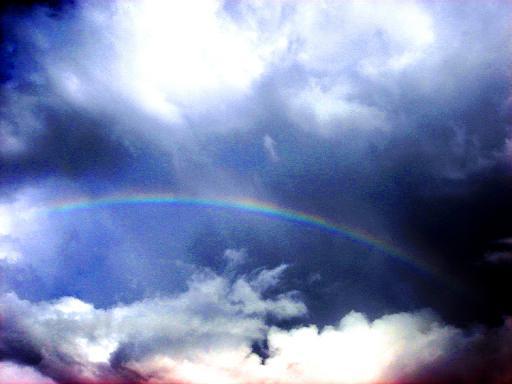 南の空には虹が.JPG