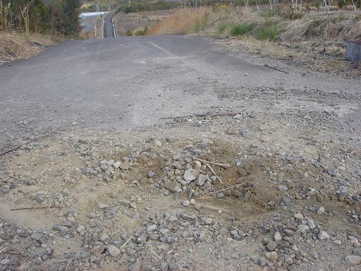 道路から砂利を.JPG
