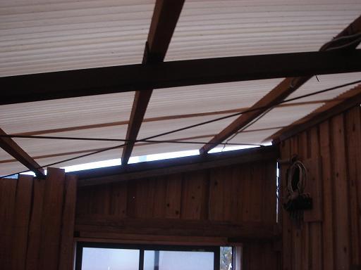 次は屋根の隙間.JPG