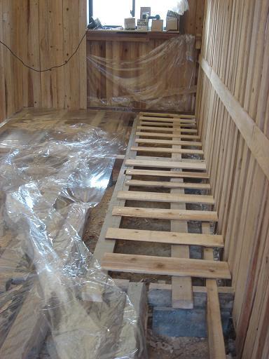 床の補強.JPG