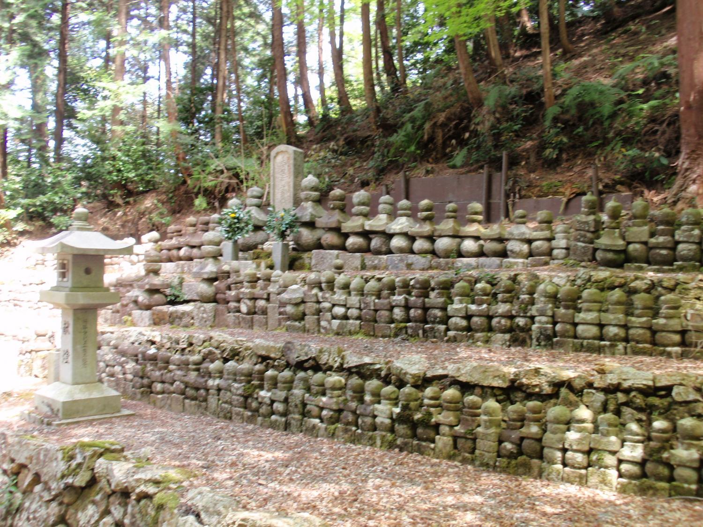 蓮華寺・墓石