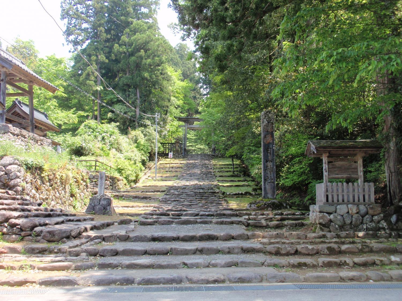 白山神社・石畳道