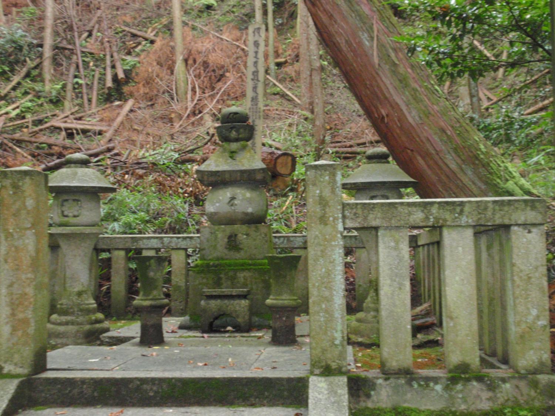 法明院・フェノロサの墓