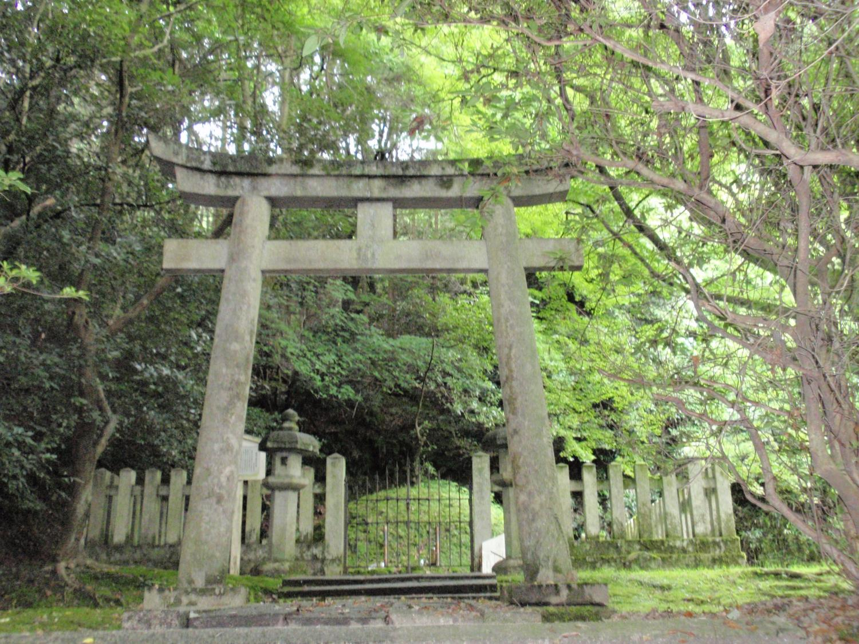 新羅三郎の墓