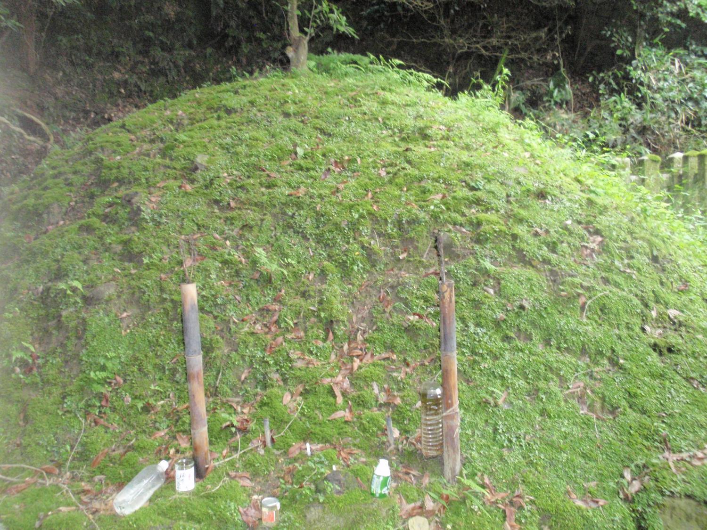 新羅三郎の墓2