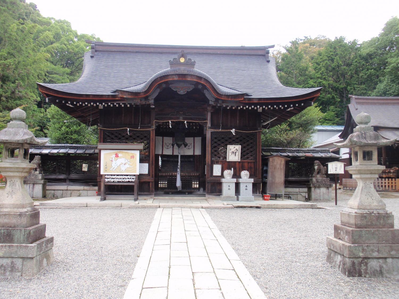 三尾神社・拝殿