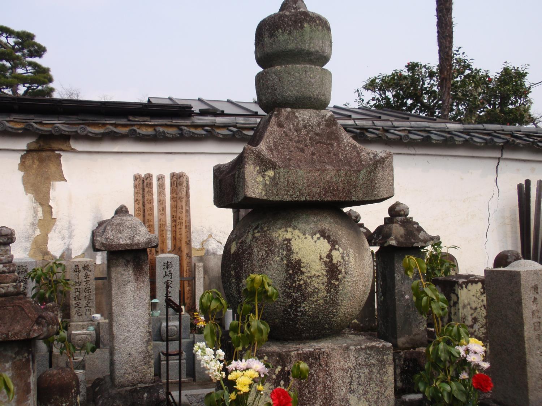 岩松院・正則の墓