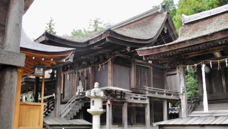 2013苗村神社西本殿