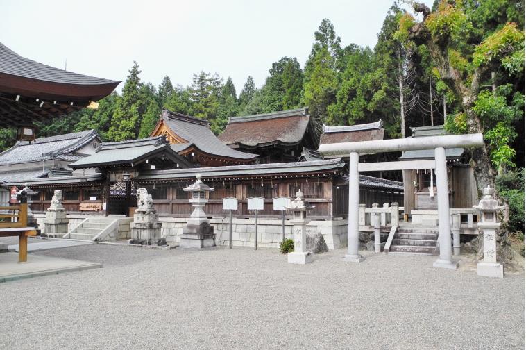 2013苗村神社境内全景