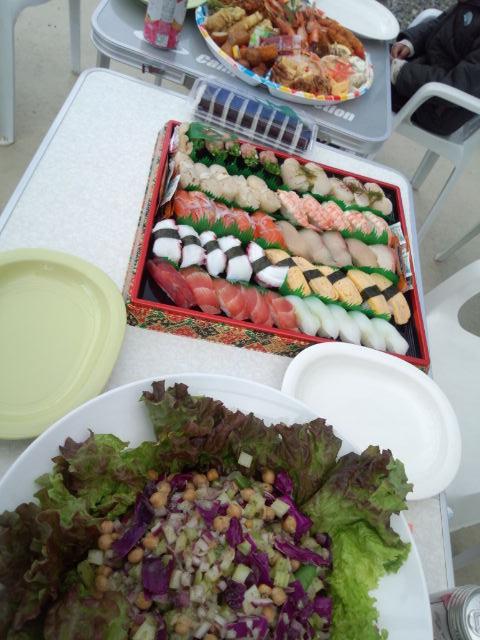 オードブルと手作りサラダ