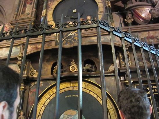聖堂内の大時計の人形仕掛け