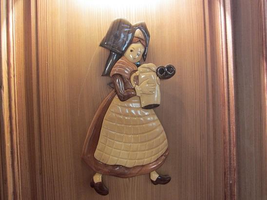 カフェの壁の人形 1