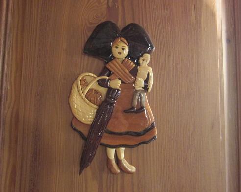 カフェの壁の人形 ②