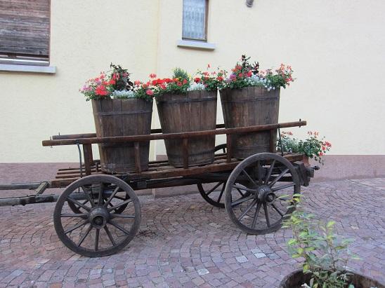 ブドウの桶の花飾り 1