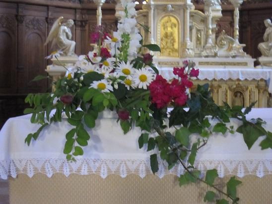 祭壇の花 1